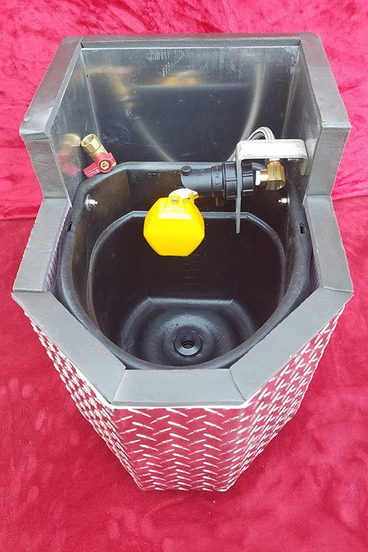 Bronco Horse Waterer With Lid Removed